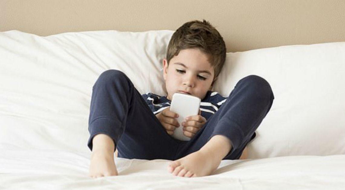 Две причины, почему даже 1 час планшета в день может испортить вашего ребенка