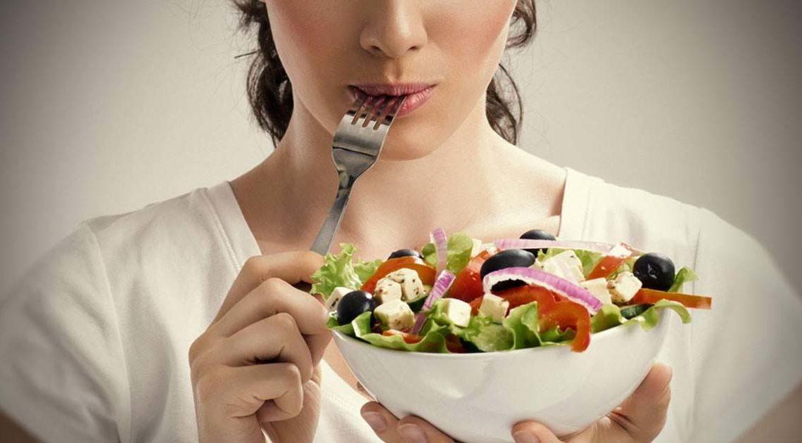 5 вещей, которые не стоит делать после еды