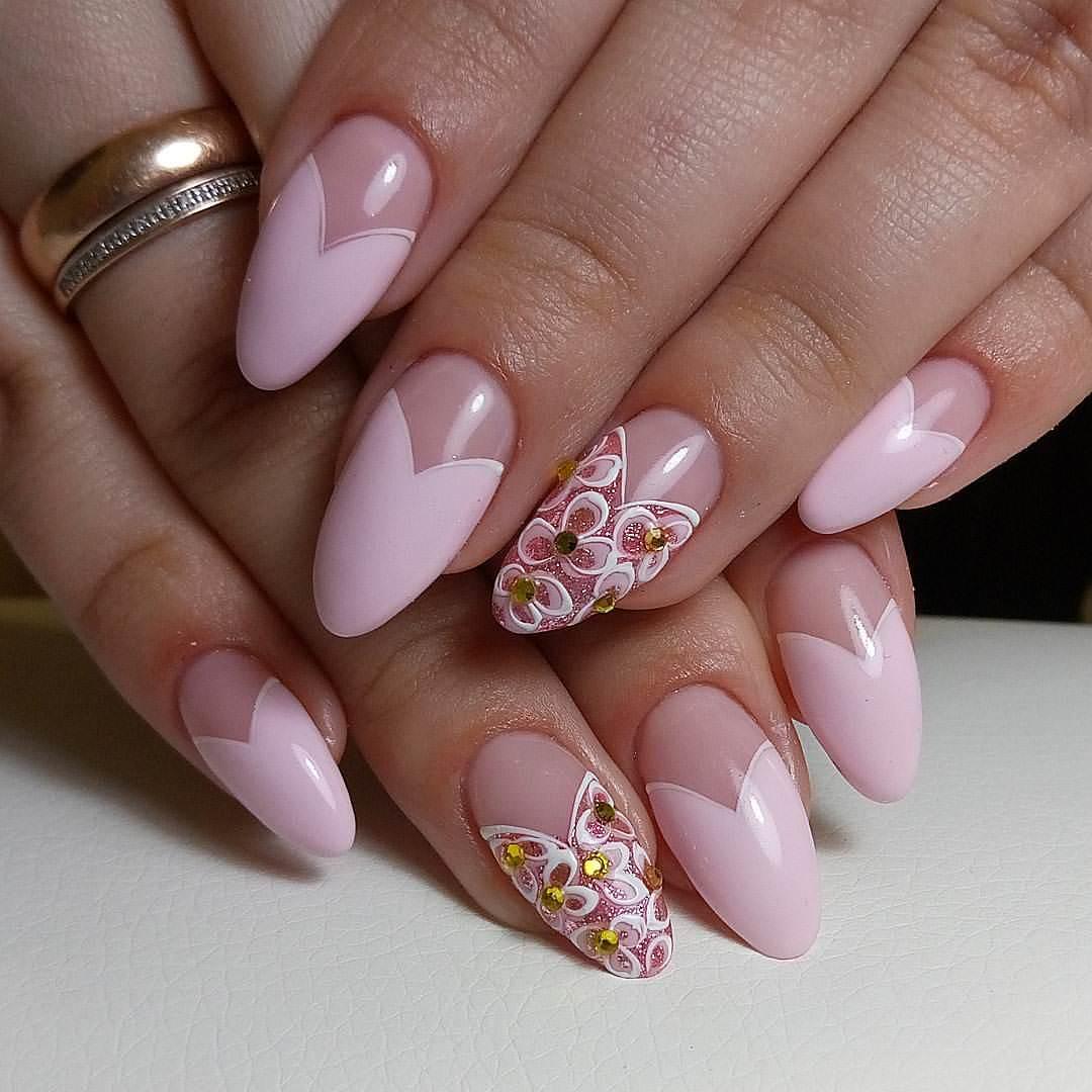 Маникюр на овальных ногтях создаст невероятно красивые варианты дизайна ногтей, подчеркнет индивидуальную красоту рук.