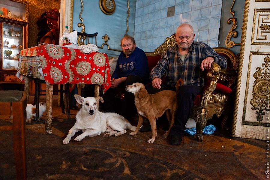 Удивительный резной дом в Брянской области.